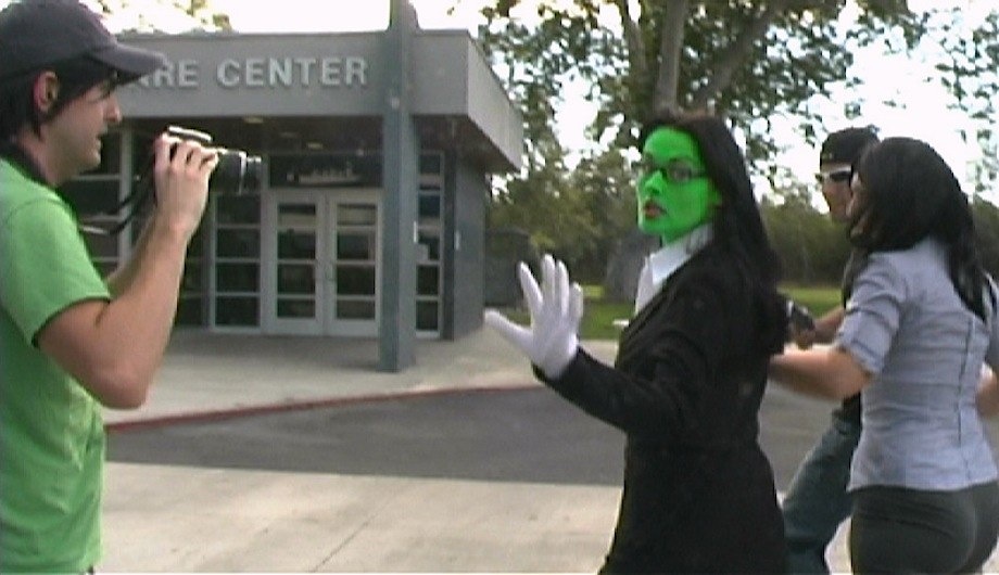 LL04-Grab-she-hulk-Paparrazi